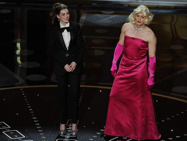 Oscar-Verleihung 2011: And the oscar goes to ...Unterhaltungsprogramm:  Anne Hathaway trällerte ein Lied und machte sich über  Hugh Jackman lustig, James Franco kam im Madonna-Kostüm.