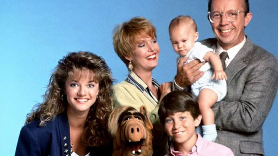 Anne Schedeen als Kate Tanner mit ihrer Familie in ALF