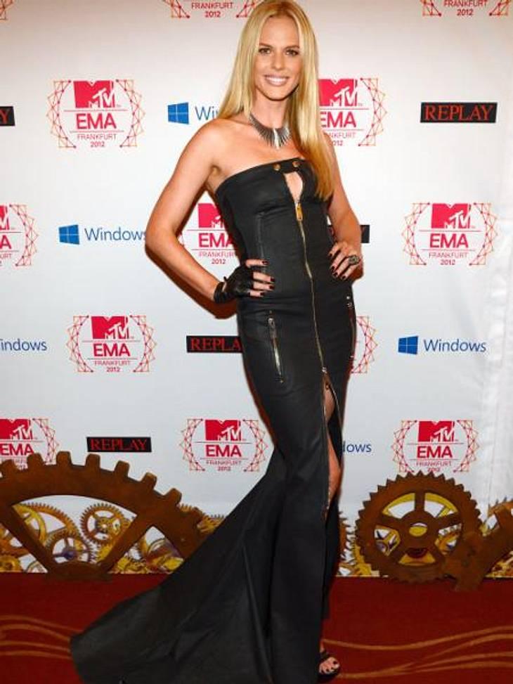 MTV Europe Music Awards 2012 - Die HighlightsMehr Schlitz geht nicht: Model Anne Vyalitsyna (26) präsentierte ihren Traumbody im schwarzen Reißverschluss-Kleid.,