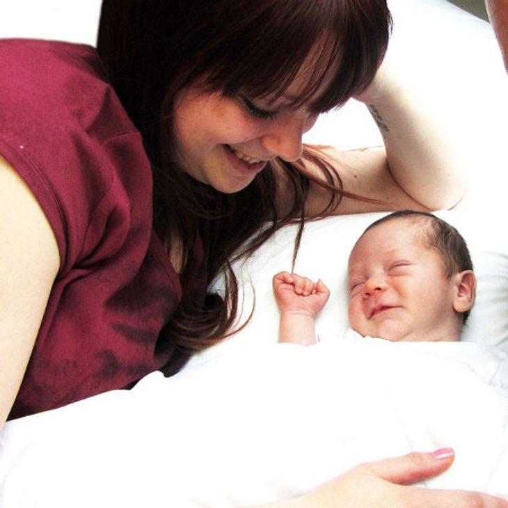 Anne Wünsche zeigt ihr Baby