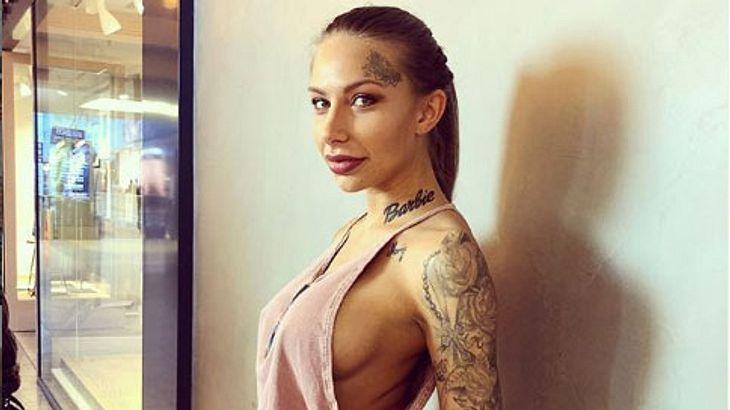 Antonia Komljen steht zu ihrem nackten Körper
