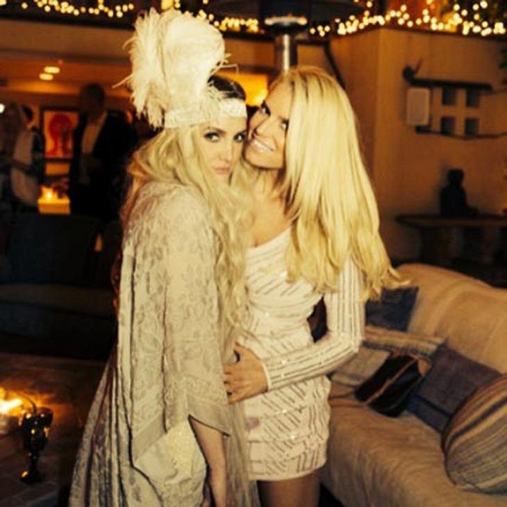 Jessica Simpson feiert die Verlobung von Schwester Ashlee.