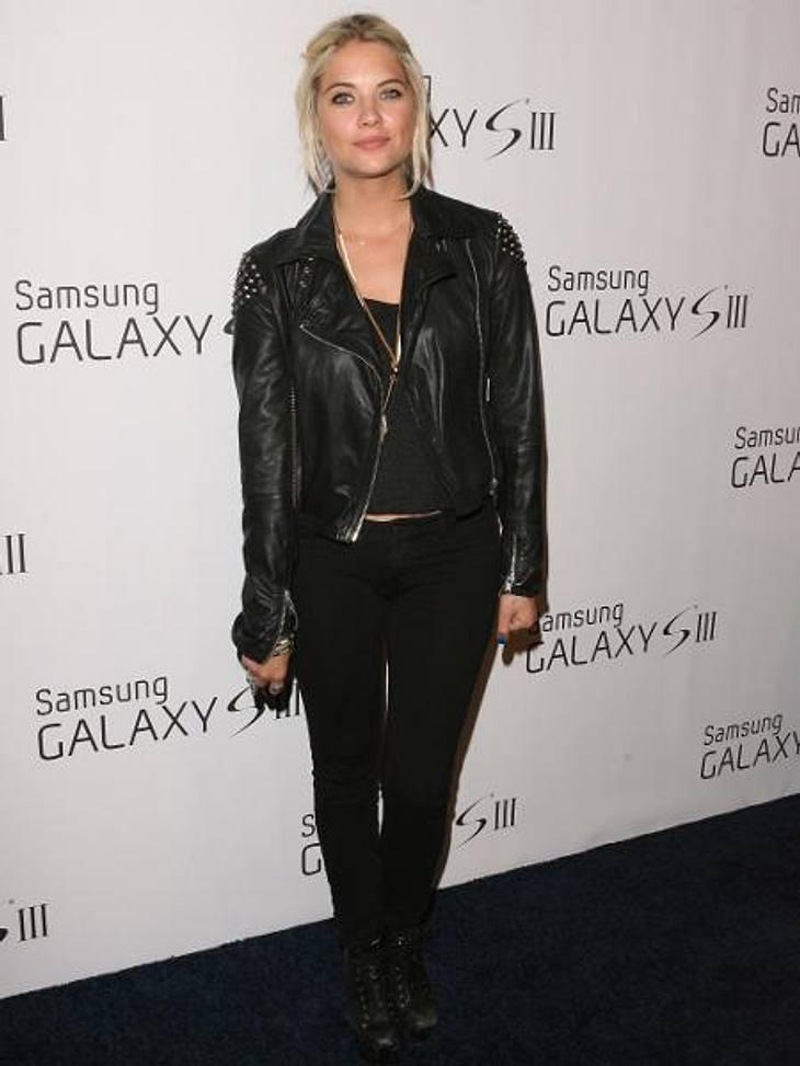 Die Stars lieben LederGanz schön düster, Ashley Benson (22)! Die Schauspielerin erschien ganz in Schwarz bei einem Event in L.A. Zu ihrem Rocker-Outfit kombinierte sie eine schwere Biker-Jacke. Sommerlich geht anders!