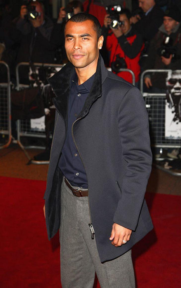 Schade, schade, er ist auch nicht dabei: England: Ashley Cole wurde am 20. Dezember 1980 in Stepney bei London geboren. Er ist der Mann von der Sängerin Cheryl Cole.