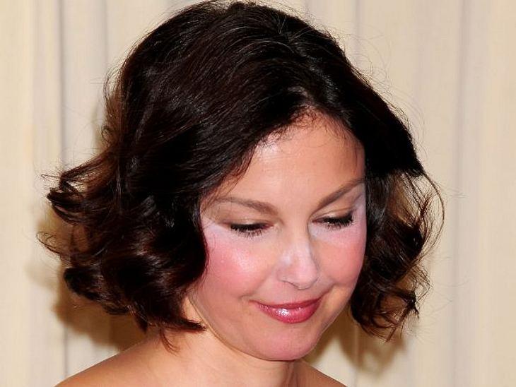 Die Make-Up-Pannen der StarsWie man DAS nicht sehen kann, ist fraglich. Ashley Judds (44) Make-Up-Artistin sollte gefeuert werden...