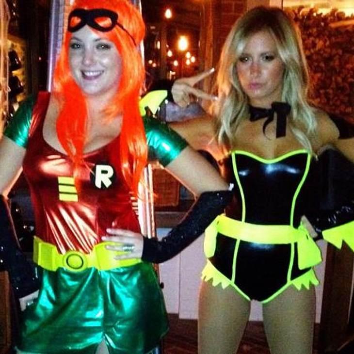 Die schräge Kostüm-Parade der StarsSexy Superhelden-Duo: Ashley Tisdale (27, rechts) machte zusammen mit einer Freundin auf Batman und Robin.