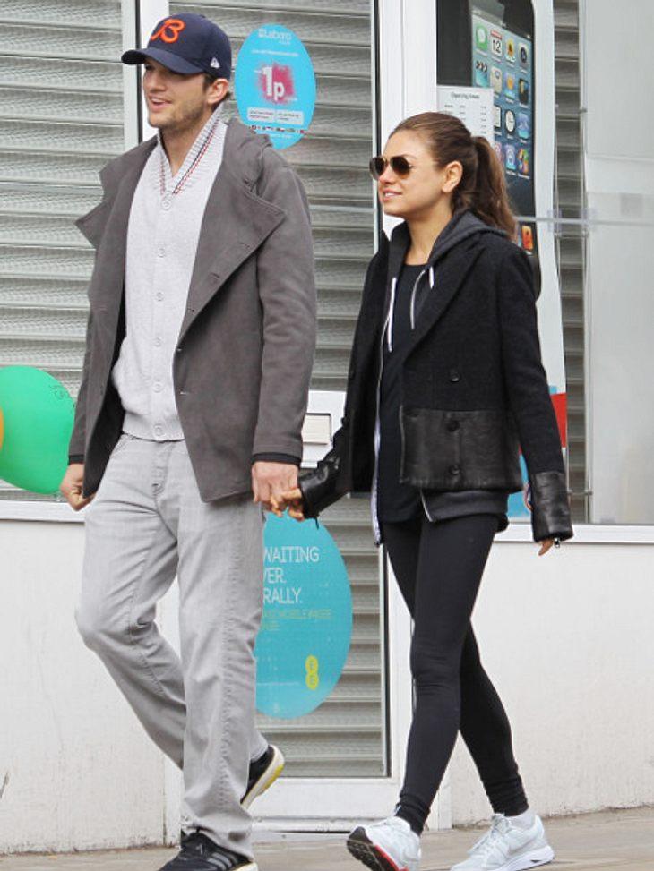 Ashton Kutcher und Mila sind happy.