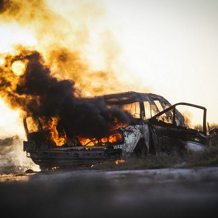 Schock in Hamburg: Brandanschlag auf Autohaus!