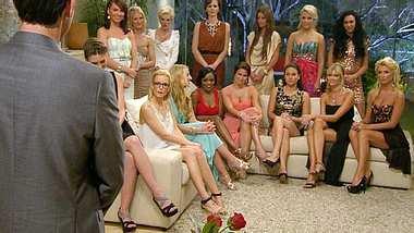 Einige Mädels verschweigen dem Bachelor ihre Vergangenheit... - Foto: RTL