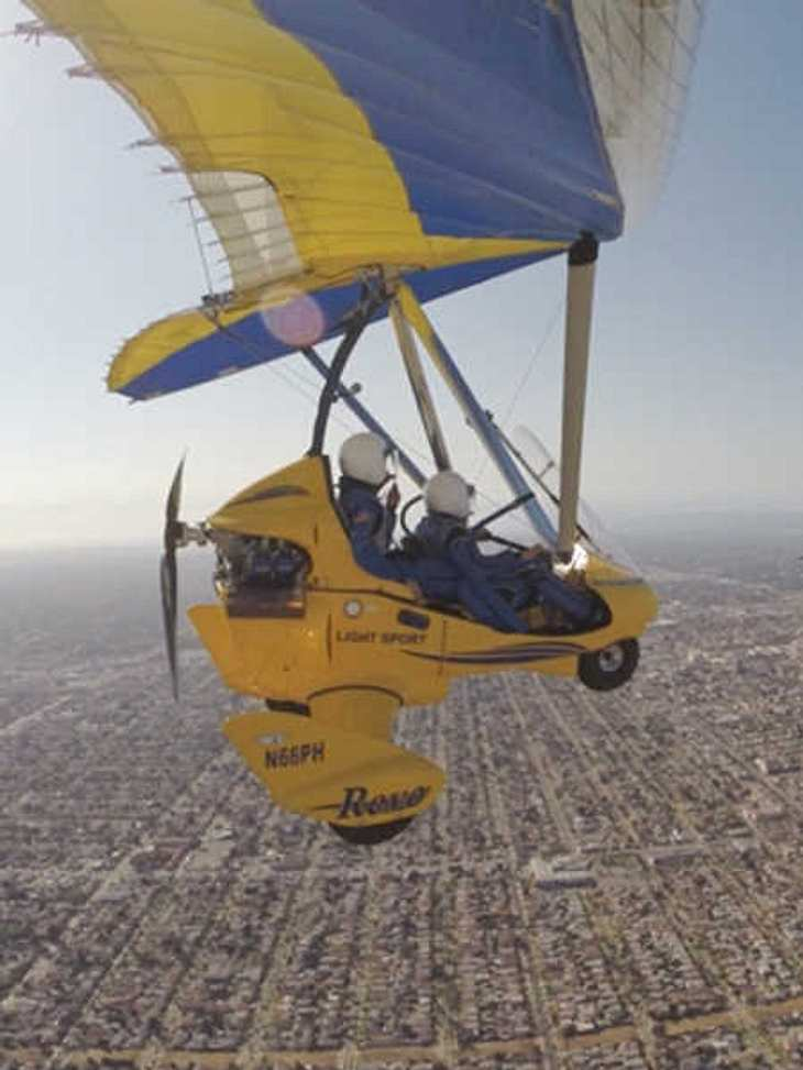 Der Bachelor flog in einem eigenen Leichtflugzeug