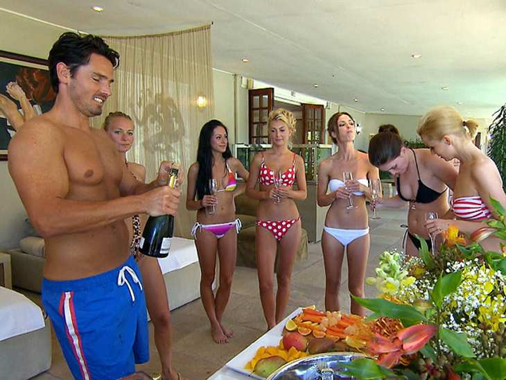 Heiße Fotos von Bachelor Jan KralitschkaAlles echt: Das Bild aus einer Bachelor-Folge beweist, dass sein Oberkörper nicht mit Photoshop in Form gebracht wurde.