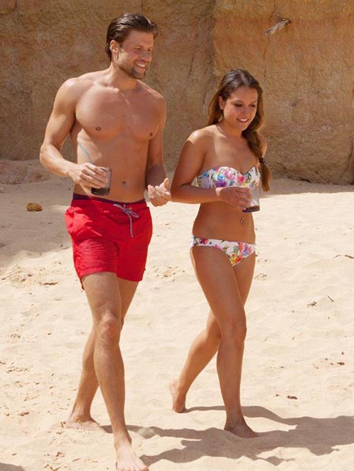 Alisa und Gordon beim romantischen Strandspaziergang
