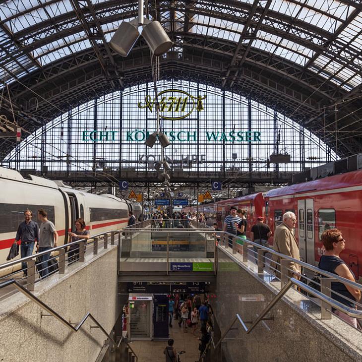 Feuer-Anschläge auf Bahn: Zahlreiche Züge stehen still