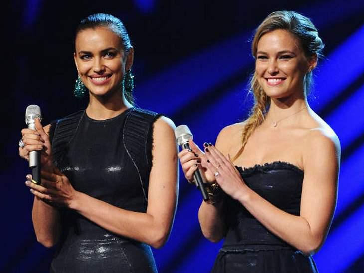 EMAs 2011Auch Models durften einen Preis überreichen: Bar Refaeli mit ihrer Kollegin Irina Shayk.