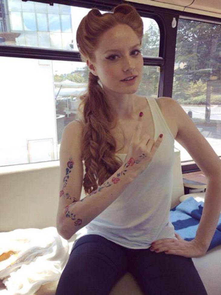 Barbara Meier zeigt ihr Tattoo