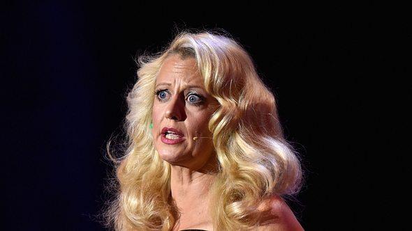 Barbara Schöneberger: Dieses Foto sorgt für einen Schock-Moment! - Foto: Getty Images