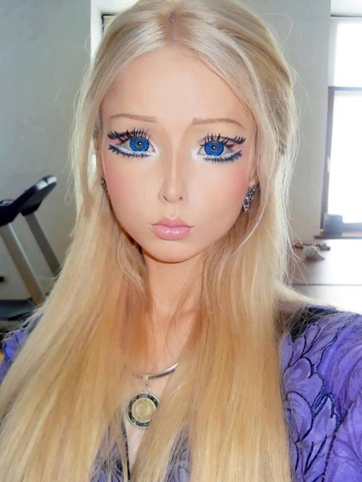"""""""Real Life""""-Barbie Valeria Lukyanova: Schön oder schaurig?Sie verbringt Stunden vor dem Spiegel, um sich mit einem aufwendigen Make-up in eine lebende Barbie-Puppe zu verwandeln."""