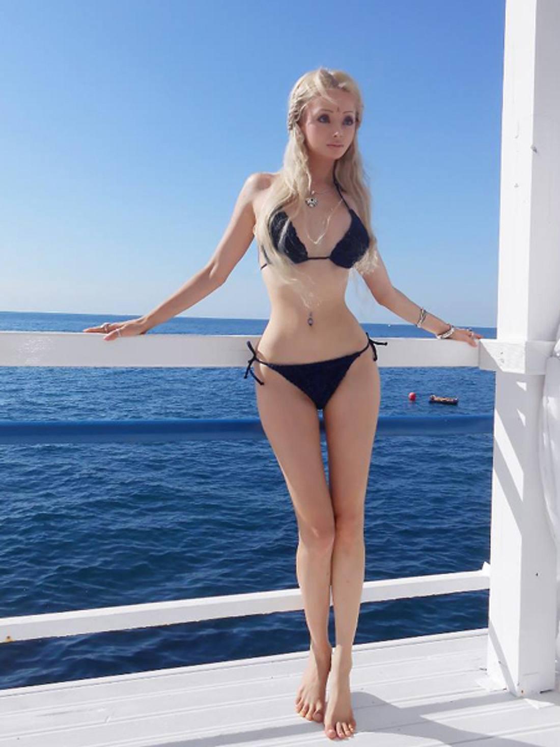 """""""Real Life""""-Barbie Valeria Lukyanova: Schön oder schaurig?Und wieder im Lieblings-Outfit. Das Leben als lebende Barbie muss sehr angenehm sein."""