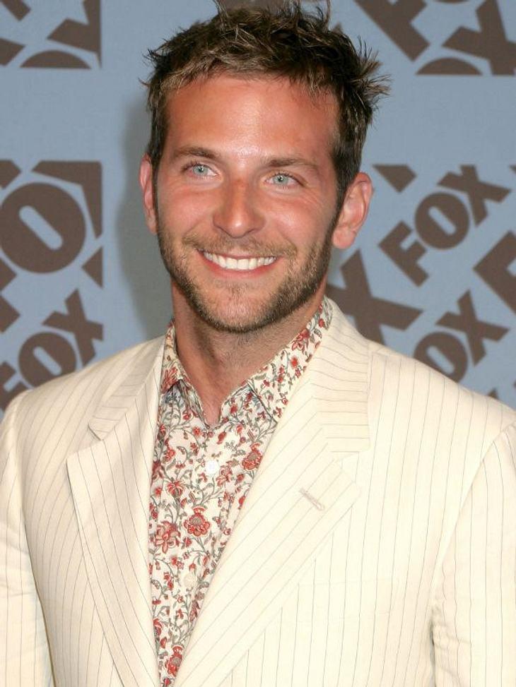 """Bradley Cooper1998 hatte Bradley Cooper dann sein Schauspiel-Debüt in der Fernsehserie """"Sex and the City"""" - dort bekam er eine Gastrolle."""
