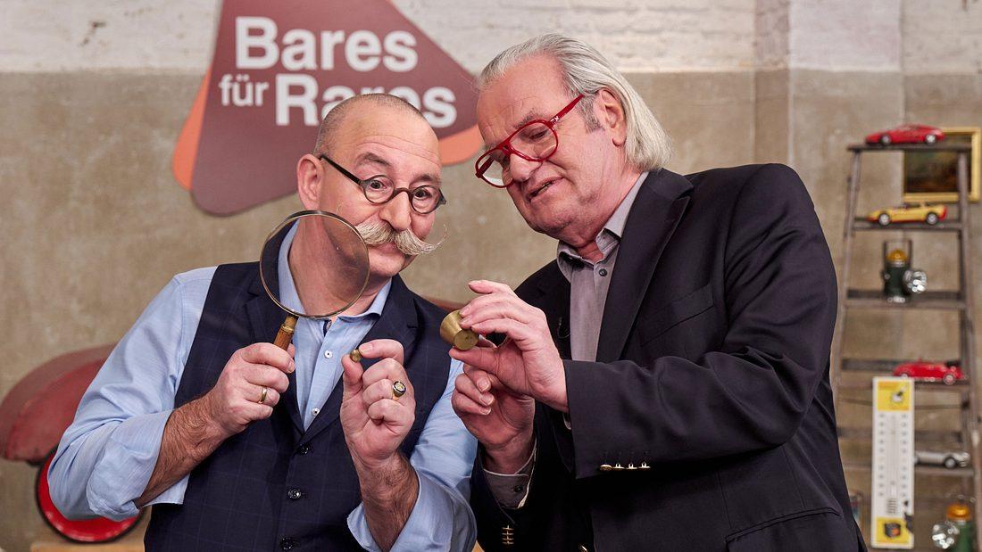 Bares für Rares-Moderator Horst Lichter mit Händlern und Experten
