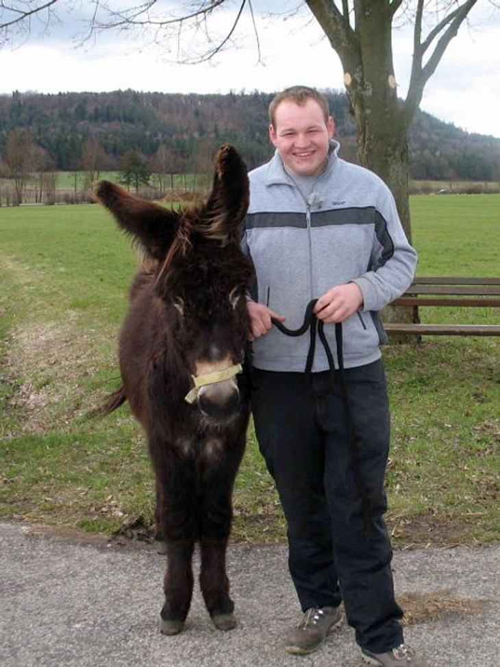 Der emotionale Eselfreund Patrik (21) lebt mit seinen sieben Eseln in Bayern und hofft, trotz seiner Schüchternheit schnell eine sensible Frau zu finden.