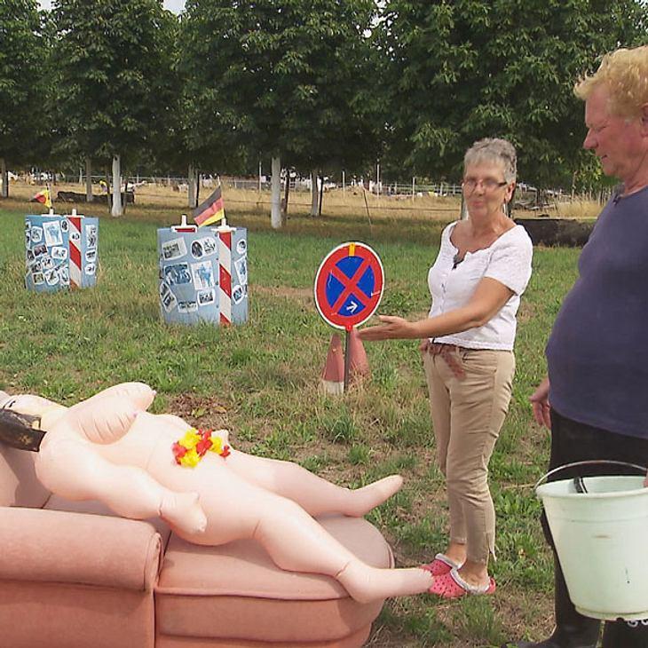 """BsF-Gregor schockt Beate mit Ekel-Salat und Sexpuppe """"Rosamunde"""""""