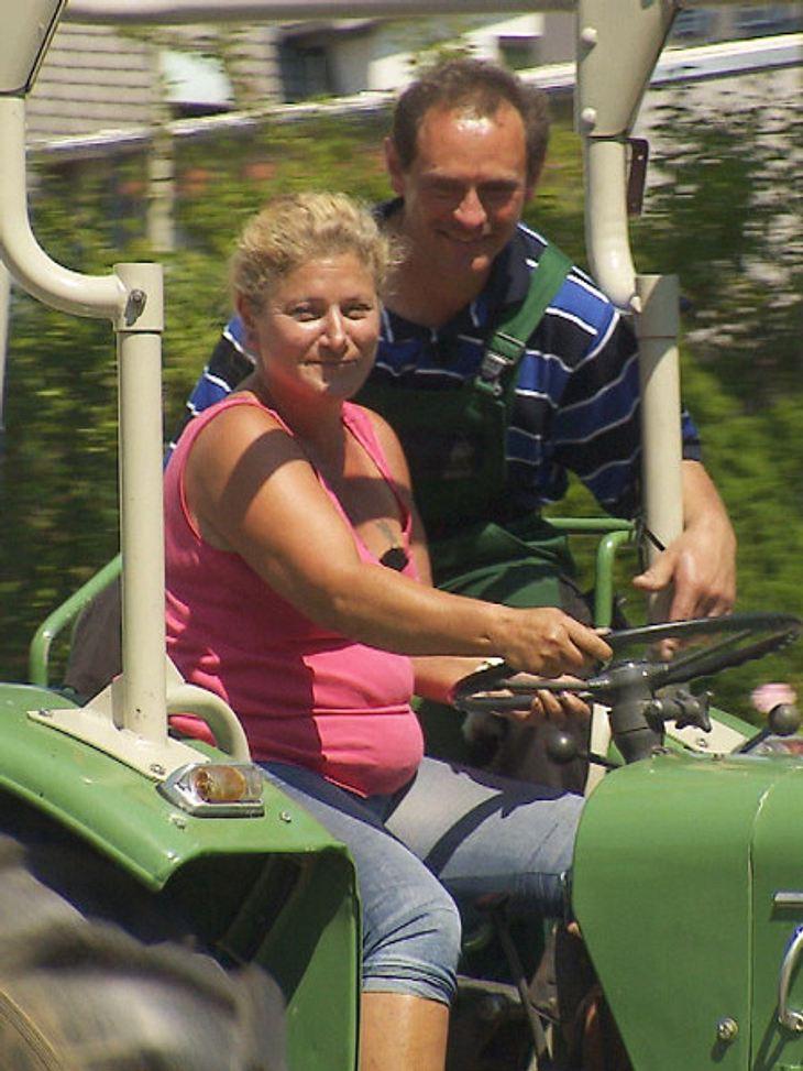 """Muck hat Sabine bei """"Bauer sucht Frau"""" mit einem Traktor eine Freude gemacht."""