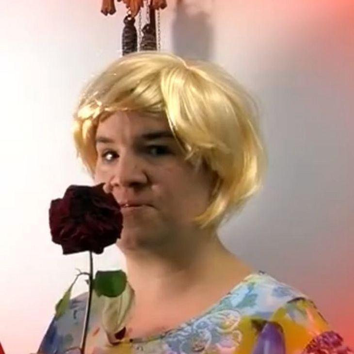 Beate von Schwiegetochter gesucht überrascht als blonder Engel zum Valentinstag!