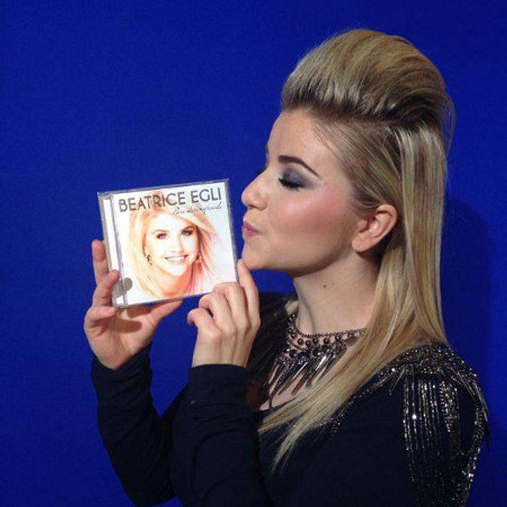 Beatrice Egli freut sich über ihr neues Album - und erntet Frisur-Kritik.