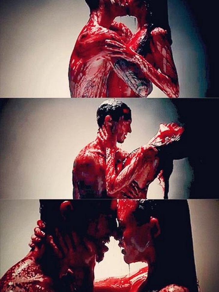 Krasses Video: Sex unter der Kunstblut-Dusche