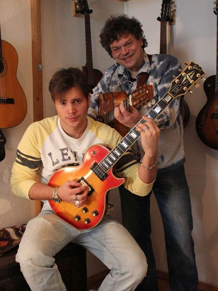 Mit seinem Vater macht Bela Klentze gerne Musik.