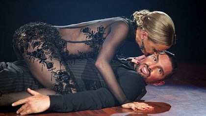 Benjamin Piwko und Isabel Edvarsson - Foto: TVNOW / Stefan Gregorowius