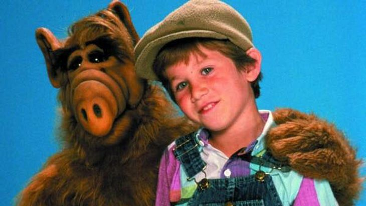 Seriensohn Brian Tanner mit ALF in den 80ern