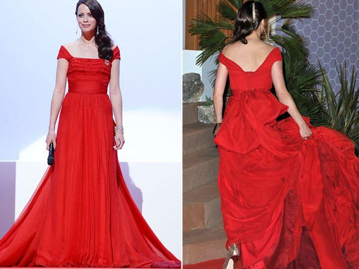 """Cannes 2012""""The Artist""""-Star Berenice Bejo (35) hatte in Cannes zwar einen bezaubernden Auftritt in ihrer roten Robe. Doch die Handhabung des Kleides war ziemlich problematisch."""