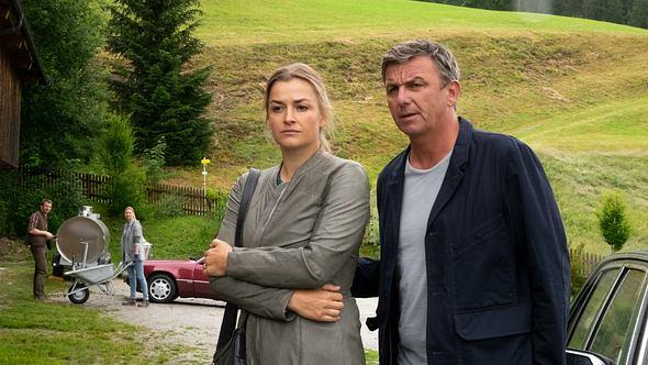 Der Bergdoktor Martin Gruber und Anne in Staffel 14 - Foto: ZDF/Erika Hauri
