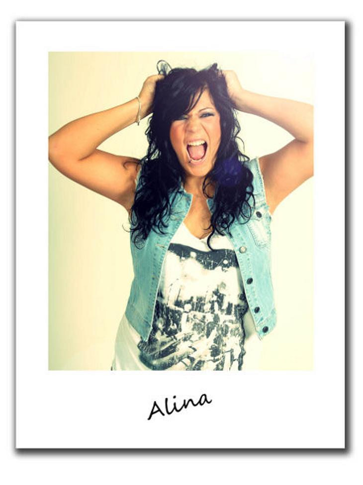"""""""Berlin - Tag & Nacht""""Alina, 23, ist seit zwei Jahren in Berlin. Die freche Flirtqueen kommt ursprünglich aus Bottrop und kann in der Hauptstadt endlich ihre Bisexualität offen ausleben. Alina kommt vor allem durch ihre offene"""