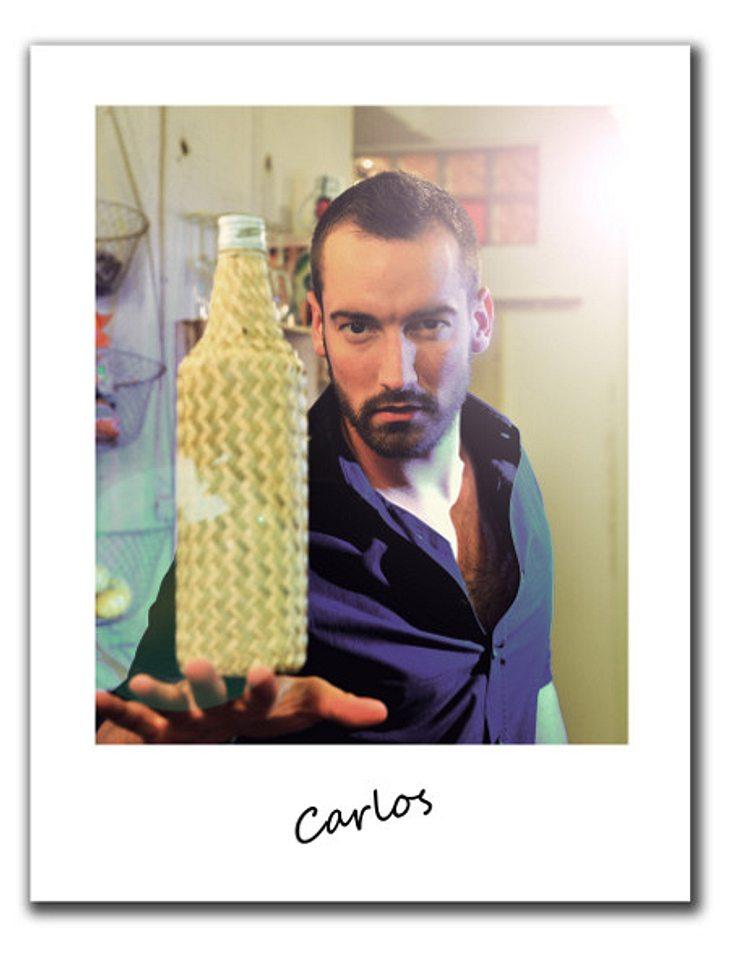 """""""Berlin - Tag & Nacht""""Carlos, 27, kommt eigentlich aus Hamburg und wohnt nicht in der Berliner WG. Vor zwei Jahren ist der Womanizer in die Hauptstadt gezogen, hier kann er sich vor Frauen kaum retten.Beim Cocktail-Mixen staub"""
