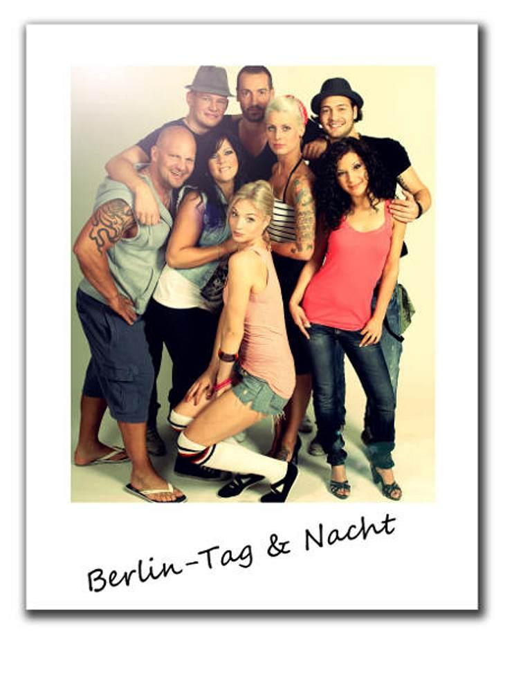 """""""Berlin - Tag & Nacht""""""""Berlin - Tag & Nacht"""" ist Realtainment, das Montag bis Freitag bei RTL2 über den Bildschirm flimmert. Eine Berliner Wohngemeinschaft gibt Einblicke in das aufregende Leben der Hauptstadt. F"""