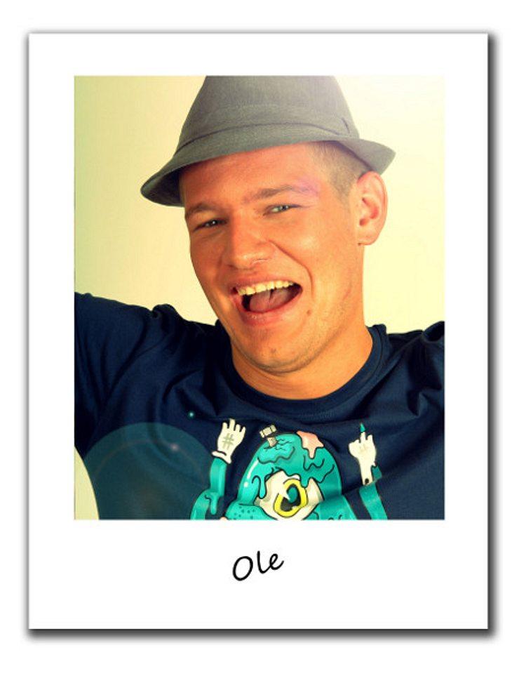 """""""Berlin - Tag & Nacht""""Party, Party, Party - das ist das Motto von Ole (24). Er lebt im Jetzt und kümmert sich nicht um seine Zukunft, auf Arbeiten hat er auch keine Lust.Regeln sind für ihn ein Fremdwort, doch er hat ein große"""