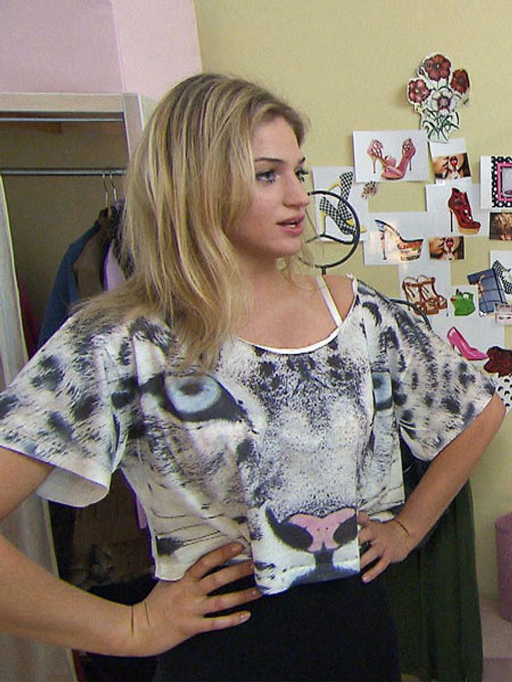 Trendy Tiger! Sofi inszeniert den plakativen Print des Shirts perfekt - denn beim Rest ihres Outfits hält sie sich gekonnt zurück.