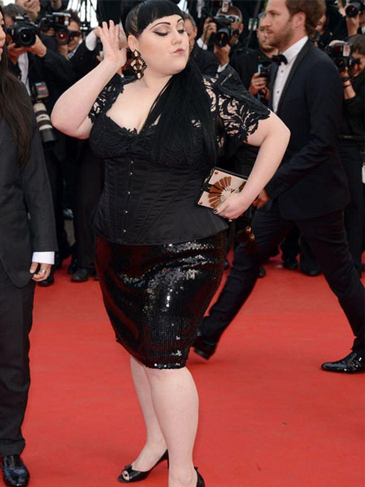 Cannes 2012Kleiderprobleme hatte Beth Ditto (31) keine. Sie zeigte sich selbstbewusst wie immer in Pailetten und Spitze. Am Rande des roten Teppichs ließ sie verlauten, dass sie auf Diäten pfeift und ihr eigenes Schönheitsideal lebt.