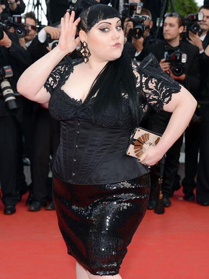 Der Look von Beth DittoIn Cannes 2012 präsentierte sich Beth Ditto wie immer selbstbewusst: in Korsage und schwarzer Spitze.