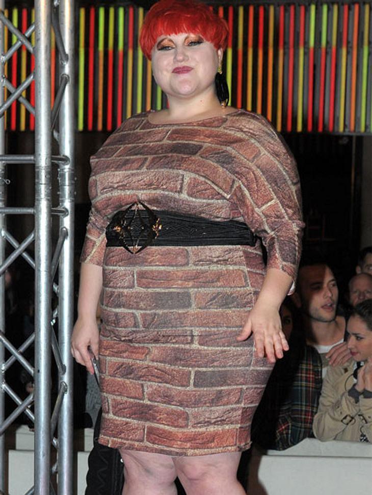 Der Look von Beth DittoKritik an ihrer Figur lässt Beth Ditto ganz cool an sich abprallen. Zur Verdeutlichung trägt sie auch mal das passende Kleid.