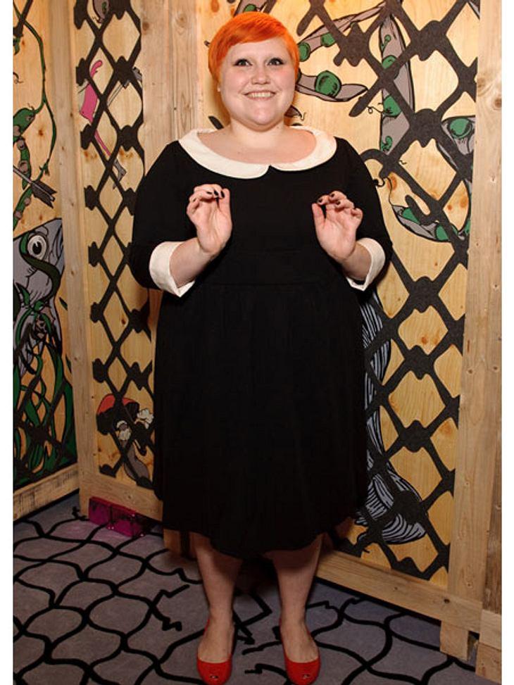 Der Look von Beth DittoEs geht aber auch brav. In dem schwarzen Kleid mit Bubikragen sieht Beth Ditto aus wie eine Pfarrerstochter.