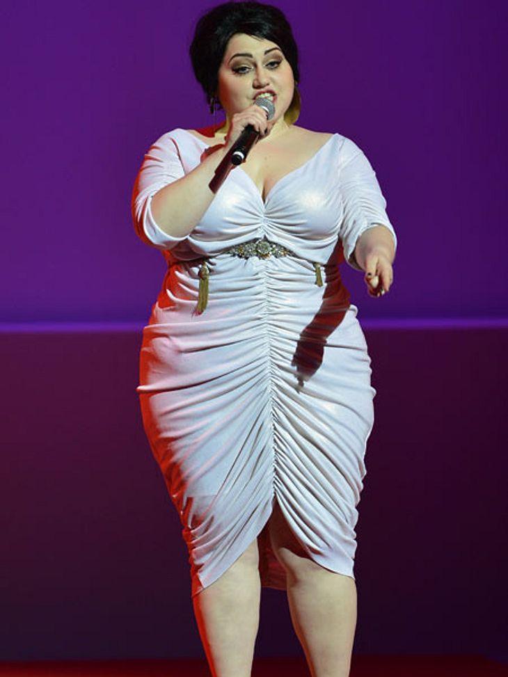 Der Look von Beth DittoZur Eröffnungsfeier in Cannes trat Beth Ditto in glänzendem Weiß mit gerafftem Rock auf.