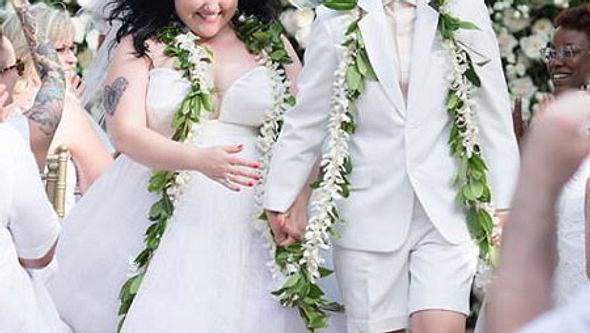 Frisch verheiratet! So süß ist ihr Brautkleid