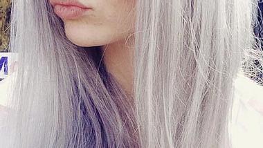 Echt oder Fake? Betty Taube mit grauen Haaren - Foto: facebook/bettytaube
