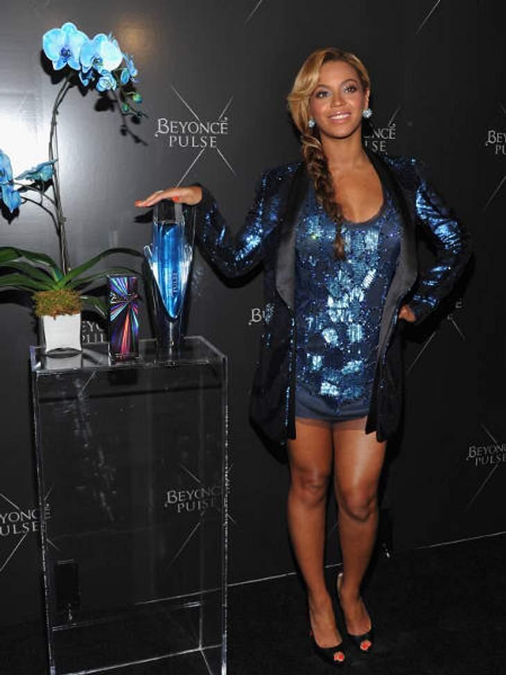 """Der Duft der Stars""""Pulse"""" ist Beyoncés dritter Duft. Die Vorgänger dieses Pafüms sind """"Heat"""" und """"Heat Rush"""". Die neue Kreation duftet nach Bluebird Orchidee, Pfingstrosen und Mitternachts-Jasminblüte."""