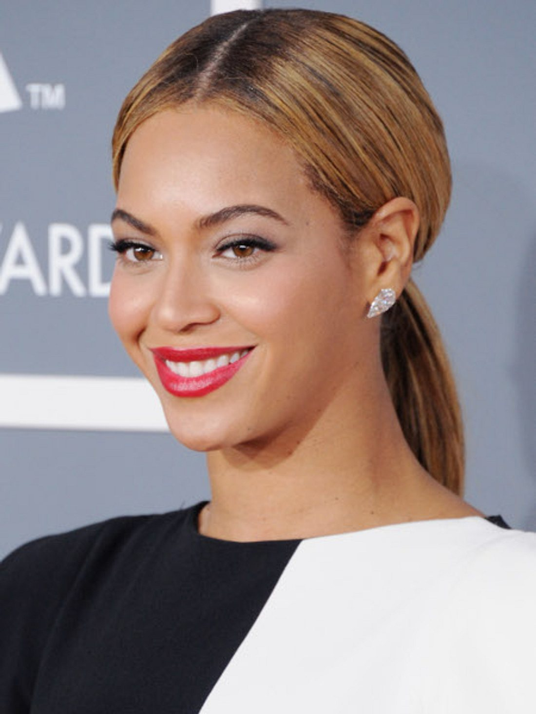 Beyonce schimpft in ihrem neuen Song ganz schön los.
