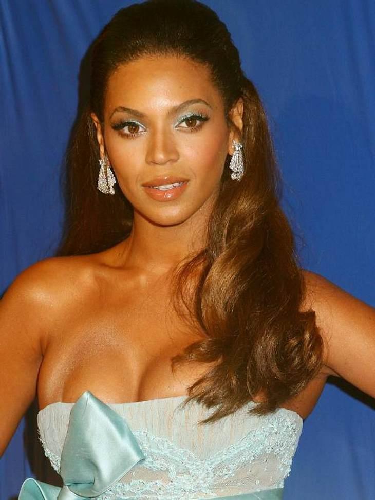 Schönheits-OP & Co machen nicht immer schönWas ist nur mit der Brust von Beyoncé Knowles passiert? Ist da irgendwas drüber gefahren? Wir wissen es nicht!
